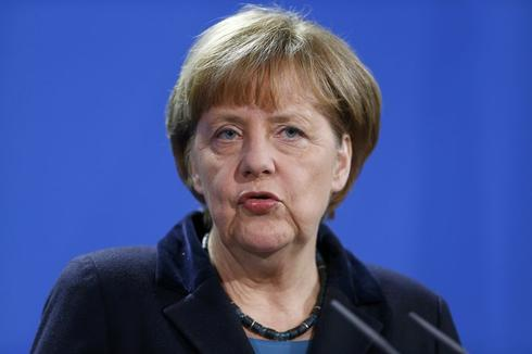Merkel sets high bar for lifting of Russia sanctions