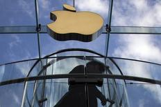 A customer is silhouetted while entering the Fifth Avenue Apple store shortly after doors opened for iPhone 6 sales in Manhattan, New York September 19, 2014. REUTERS/Adrees Latif/Files