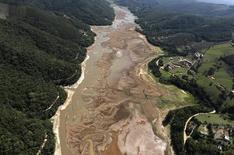 Vista aérea da represa Atibainha, parte do reservatório da Cantareira, em Nazaré Paulista, interior de São Paulo, em novembro. 18/11/2014 REUTERS/Nacho Doce