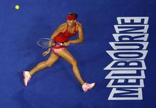 Tenista russa Maria Sharapova durante partida contra a croata Petra Martic pelo Aberto da Austrália de 2015, em Melbourne. 19/01/2015. REUTERS/Carlos Barria