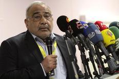 El ministro de Petróleo de Irak, Adel Abdel Mehdi, durante una conferencia de prensa en Basra. Imagen de archivo, 17 diciembre, 2014. Adel Abdel Mehdi, hablando el miércoles en una conferencia de la industria de energía en Kuwait, dijo que pensaba que los precios del petróleo han tocado un piso y que sería difícil que retrocedan más. REUTERS/Essam Al-Sudani