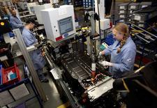 Le secteur manufacturier américain a continué de croître en janvier, mais à un rythme légèrement plus lent que le mois précédent, le plus faible depuis un an. /Photo d'archives/REUTERS/Rebecca Cook