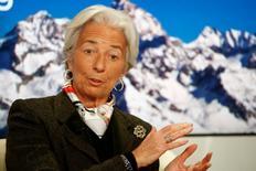 La jefa del Fondo Monetario Internacional, Christine Lagarde, durante un evento económico en Davos. Imagen de archivo, 22 enero, 2015.  Grecia debe respetar las normas de la zona euro y no puede exigir un tratamiento especial para su deuda tras la victoria del partido antiausteridad Syriza, dijo Lagarde en una entrevista a un periódico el lunes.  REUTERS/Ruben Sprich