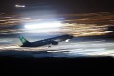 Le conseil d'administration d'Aer Lingus a recommandé l'offre d'achat améliorée de 1,36 milliard d'euros présentée par International Consolidated Airlines Group (IAG), maison mère de British Airways et Iberia. /Photo d'archives/REUTERS/Jon Nazca