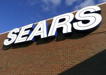 A sign for the Sears department store is seen at Fair Oaks Mall in Fairfax, Virginia, January 7, 2010. Sears Holdings Corp forecast fourth-quarter earnings well above Wall Street expectations, sending its shares up 15 percent in pre-market trade.   REUTERS/Larry Downing