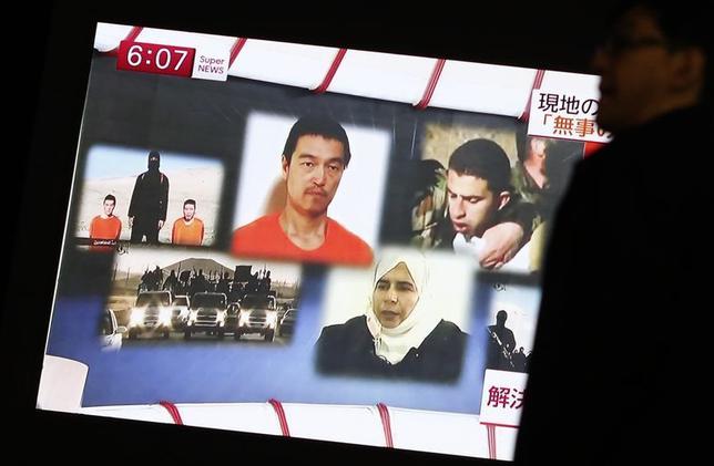 2月1日、中谷元防衛相は、警視庁外事課から、イスラム国とみられる組織からネット投稿された映像の男性が後藤健二さん本人である信憑性が高いとの報告を受けたことを明らかにした。写真は都内で先月29日撮影(2015年 ロイター/Yuya Shino)