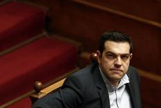 O premiê grego, Alexis Tsipras, durante uma sessão no Parlamento em Atenas. 10/02/2015 REUTERS/Alkis Konstantinidis