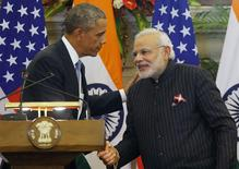 U.S. President Barack Obama and India's Prime Minister Narendra Modi (R) shake hands after giving opening statements during a at Hyderabad House in New Delhi January 25, 2015. REUTERS/Jim Bourg