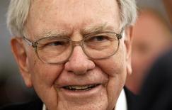 Une Cadillac appartenant à l'investisseur américain Warren Buffett a atteint jeudi 122.500 dollars (107.800 euros), soit plus de dix fois sa valeur marchande, lors d'une vente aux enchères au profit d'un organisme de bienfaisance. /Photo d'archives/REUTERS/Rick Wilking
