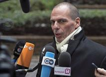 Le ministre des Finances grec Yanis Varoufakis. La Grèce et les ministres des Finances de la zone euro sont parvenus vendredi à un accord pour prolonger de quatre mois le plan d'aide international dont bénéficie Athènes, ont annoncé des responsables de la zone euro. /Photo prise le 20 février 2015/REUTERS/Yves Herman