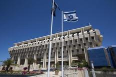 El Banco de Israel en Jerusalén, ago 7 2013. El Banco de Israel bajó el lunes inesperadamente su tasa de interés de referencia a un mínimo histórico de un 0,1 por ciento desde un 0,25 por ciento, en un intento de frenar un alza del shéquel y combatir una deflación. REUTERS/Ronen Zvulun