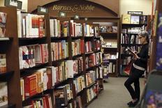 Barnes & Noble a l'intention de scinder ses activités d'édition universitaire et de conserver ses tablettes Nook et ses livres électroniques, au lieu de rassembler ces deux activités dans une nouvelle entité indépendante. /Photo d'archives/REUTERS/Mario Anzuoni