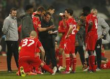 Liverpool manager Brendan Rodgers talks to his players before the penalty shoot out Action Images via Reuters / Andrew Boyers