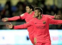 Neymar, do Barcelona, comemora gol contra o Villarreal durante semifinal da Copa do Rei, em Villarreal, na Espanha, nesta quarta-feira. 04/03/2015 REUTERS/Heino Kalis