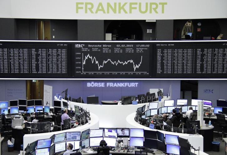 Traders work at their screens in front of the German share price index DAX board at the stock exchange in Frankfurt February 2, 2015.         REUTERS/Stringer