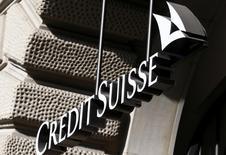 Le nouveau patron de Credit Suisse pourrait supprimer près de 3.000 postes dans l'activité banque d'investissement, soit 15% des effectifs, dans le cadre d'un recentrage sur la banque privée en Asie, estiment mercredi des analystes.  /Photo prise le 10 mars 2015/REUTERS/Arnd Wiegmann