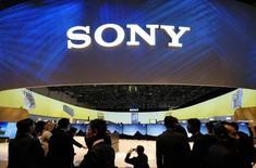 """Sony prévoit de lancer aux Etats-Unis son service de vidéo en """"streaming"""" sur internet (flux continu) à la fin de l'année, rapporte mercredi le Wall Street Journal. /Photo prise le 6 janvier 2015/REUTERS/Rick Wilking"""