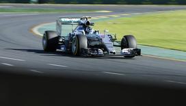 Nico Rosberg, da Mercedes, em treino livre para o GP da Austrália de F1.  13/03/2015     REUTERS/Mark Dadswell