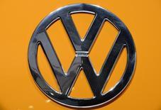 Imagen de logo de Volkswagen. La división de finanzas de la automotriz alemana Volkswagen tiene como objetivo una ganancia operacional en 2015 no menor al resultado récord del año pasado de 1.700 millones de euros (1.800 millones de dólares), dijo el martes su presidente ejecutivo, Frank Witter.
