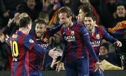 Rakitic comemora gol do Barcelona sobre o Manchester City. 18/03/2015.    REUTERS/Gustau Nacarino