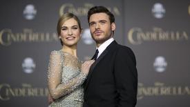 """Atores Lily James e Richard Madden, de """"Cinderela"""". 01/03/2015.  REUTERS/Mario Anzuoni"""