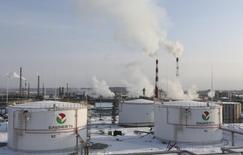 НПЗ Башнефти под Уфой. 29 января 2015 года. Национализированная нефтекомпания Башнефть снизила чистую прибыль по МСФО в 2014 году на 6,5 процента до 43,15 миллиарда рублей, говорится в отчете компании. REUTERS/Sergei Karpukhin