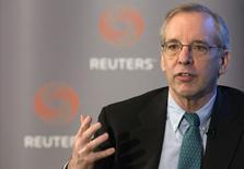 El presidente de la Fed de Nueva York, William Dudley, habla en un evento de Reuters en Nueva York , 8 abril, 2015. Dos influyentes funcionarios de la Reserva Federal de Estados Unidos dijeron que aún podrían subir las tasas de interés en junio a pesar de los recientes datos económicos débiles y del escepticismo entre los inversores. REUTERS/Brendan McDermid
