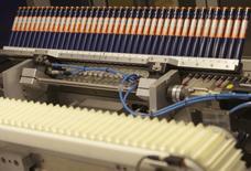 Инсулиновые шприц-ручки на заводе Novo Nordisk в Калуннборге. 4 ноября 2013 года. Датский Novo Nordisk открыл новый завод инсулинов в Калуге, на котором будет производить раствор, а также наполнять инсулиновые картриджи и инъекторы. REUTERS/Fabian Bimmer