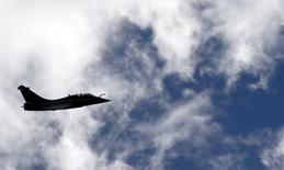 Les négociations pour la vente à l'Inde de dizaines d'avions Rafale de Dassault Aviation fabriqués en France sont entrées dans leur dernière ligne droite, selon des sources diplomatique et gouvernementale françaises. /Photo prise le 4 mars 2015/REUTERS/Régis Duvignau
