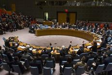Голосование в Совбезе ООН по ситуации в Йемене. Нью-Йорк, 14 апреля 2015 года. Совет безопасности ООН во вторник ввел запрет на поставки вооружений союзным с Ираном шиитским повстанцам-хуситам в Йемене, проголосовав за эмбарго большинством голосов при воздержавшейся России. REUTERS/Lucas Jackson