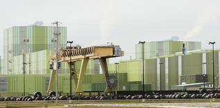 El patio de la acería ThyssenKrupp Steel USA en Calvert, EEUU, nov 22 2013. Los planes de inversión empresarial en Estados Unidos bajaron por séptimo mes consecutivo en marzo, probablemente afectado por la fortaleza del dólar y la caída de los precios energéticos.  REUTERS/Lyle Ratliff
