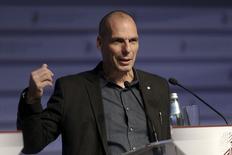 Ministro das Finanças da Grécia, Yanis Varoufakis, durante conferência em Riga, na Letônia.   24/04/2015  REUTERS/Ints Kalnins