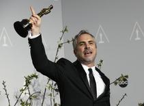 """Cineasta Alfonso Cuarón comemora conquista do Oscar por """"Gravidade"""". 2/3/2014  REUTERS/ Mario Anzuoni"""