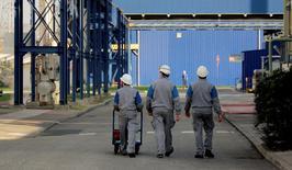 L'activité dans le secteur privé français a crû pour le quatrième mois consécutif en mai grâce au secteur des services, la contraction du secteur manufacturier étant la plus faible depuis un an. /Photo d'archives/REUTERS