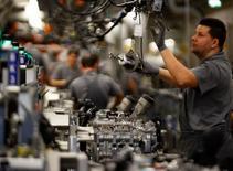La progression de l'activité du secteur privé allemand a ralenti en mai pour le deuxième mois consécutif, signe que la croissance de la première économie d'Europe pourrait avoir atteint un plateau. /Photo d'archives/REUTERS/Michael Dalder