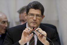 """El ministro de hacienda de Brasil, Joaquim Levy, participa en una reunión en Brasilia, 5 de mayo de 2015. El ministro de Hacienda de Brasil, Joaquim Levy, dijo el lunes que el tamaño del recorte de presupuesto anunciado el viernes es """"adecuado"""" aunque expresó preocupación sobre los pronósticos de ingresos del gobierno brasileño este año. REUTERS/Ueslei Marcelino"""
