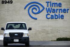 Charter Communications se rapproche d'un accord portant sur le rachat de Time Warner Cable, dans le cadre d'une opération de 55 milliards de dollars (50 milliards d'euros) rapprochant les troisième et deuxième câblo-opérateurs aux Etats-Unis, a dit lundi une source proche du dossier. /Photo d'archives/REUTERS/Mike Blake