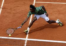 Gael Monfils of France plays a shot to compatriot Edouard-Roger Vasselin during their men's singles match at the French Open tennis tournament at the Roland Garros stadium in Paris, France, May 25, 2015. REUTERS/Pascal Rossignol