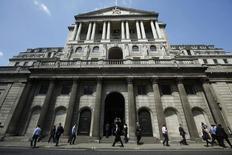 Здание Банка Англии в Лондоне. 15 мая 2014 года. Банк Англии в четверг оставил ключевую ставку на отметке 0,5 процента годовых, решив посмотреть, насколько быстро Великобритания восстановится после неожиданного резкого замедления экономики в начале этого года. REUTERS/Luke MacGregor