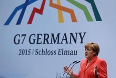La canciller alemana, Angela Merkel, en una conferencia de prensa durante la cumbre del G7, en el hotel Elmau Castle, en Kruen, al sur de Alemania, 8 de junio de 2015. La canciller alemana Angela Merkel dijo el lunes que no queda mucho tiempo para llegar a un acuerdo que mantenga a Grecia en la zona euro y que Europa está dispuesta a mostrar solidaridad si Atenas implementa reformas económicas. REUTERS/Michaela Rehle