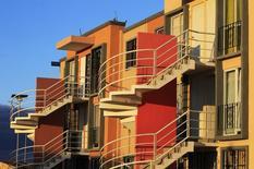 Casas en una construcción de viviendas de Homex, en Zumpango, México, 12 de noviembre de 2013. La atribulada constructora mexicana de viviendas Homex convocó el viernes por segunda vez a sus accionistas a una asamblea, en la que presentará el convenio de reestructuración de su deuda que acordó con sus acreedores, luego de que una primera reunión no se llevó a cabo por falta de asistencia. REUTERS/Henry Romero