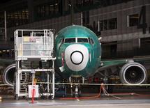 Le directeur des ventes de Boeing a annoncé que l'avionneur étudiait une niche représentant un marché potentiel d'un millier d'avions pour des appareils d'une taille comprise entre celle de son 737 (photo) et celle de son 787 Dreamliner, mais n'avait pas encore pris la décision ferme d'investir dans le lancement d'un nouvel appareil. /Photo prise le 19 mai 2015/REUTERS/Pool /Saul Loeb