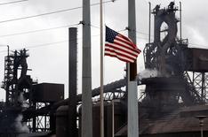 Usine Ford à Dearborn, Michigan. La production industrielle s'est contractée de manière inattendue en mai aux Etats-Unis, la vigueur du dollar et la baisse des investissements dans le secteur de l'énergie pénalisant les productions manufacturière et minière. /Photo d'archives/REUTERS/Gary Cameron