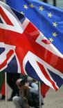 La Grande-Bretagne semble en passe d'être exemptée d'une future directive européenne visant à encadrer les activités des grandes banques. Une telle exemption serait une victoire pour le gouvernement britannique, particulièrement importante dans la perspective du référendum sur la place du Royaume-Uni dans l'UE prévu d'ici 2017. /Photo d'archives/REUTERS/Yves Herman