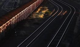 A train loaded with iron ore travels towards the Rio Tinto Parker Point iron ore facility in Dampier at the Pilbarra region in Western Australia April 20, 2011. REUTERS/Daniel Munoz.