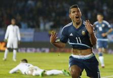Sergio Aguero comemora gol contra Uruguai na Copa América 16/6/2015    REUTERS/Marcos Brindicci