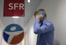Le secteur des télécoms a dégringolé mercredi à la Bourse de Paris, le rejet sans appel par Bouygues de l'offre de rachat de Bouygues Telecom par Altice éloignant à court terme toute perspective de consolidation du marché en France. /Photo prise le 23 juin 2015/REUTERS/Philippe Wojazer