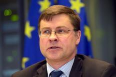 El vicepresidente de la Comisión Europea, Valdis Dombrovskis,  en el Parlamento Europeo en Bruselas, jun 23 2015. Los ministros de Finanzas de la zona euro y otros funcionarios que estuvieron presentes en la reunión del Eurogrupo que trató la crisis de deuda de Grecia dijeron el miércoles que continúan las negociaciones para lograr un acuerdo que evite una cesación de pagos del país heleno.  REUTERS/Eric Vidal