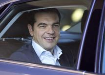 Alexis Tsipras à Bruxelles. Les ministres des Finances de la zone euro vont étudier jeudi d'une part un plan de financement soumis par les créanciers d'Athènes, d'autre part les propositions grecques, les négociations n'ayant pas permis d'aboutir à un compromis. /Photo prise le 25 juin 2015/REUTERS/Yves Herman