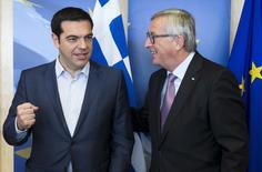 Greek Prime Minister Alexis Tsipras (L) with European Commission President Jean-Claude Juncker ahead of a meeting in Brussels, Belgium June 24, 2015. REUTERS/Julien Warnand/Pool